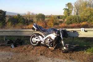 Rozbitá motorka.