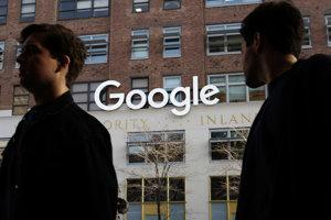 Eurokomisia dospela k záveru, že Google donútil výrobcov smartfónov používajúcich Android, aby inštalovali jeho vyhľadávacie aplikácie.