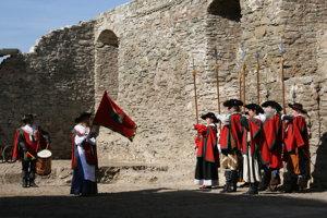 Nástup gardy Spišských kopijníkov na Markušovskom hrade