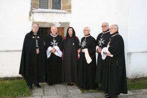 Rád maltézskych rytierov. Tretí zprava barón Márriássy