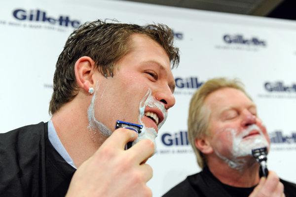 Firma Gillette podľa P & G už dlhšie ako dve desaťročia dováža oceľ od švédskeho dodávateľa, pretože v Spojených štátoch nedokázala nájsť správny druh ocele pre svoje žiletky.