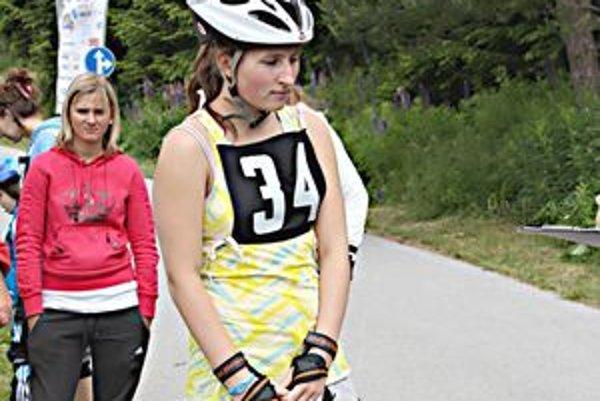 Viktória Vetešková zo štvornásobnej Športovej rodiny SR. V pozadí ďalšia Púchovčanka Martina Hyžáková.