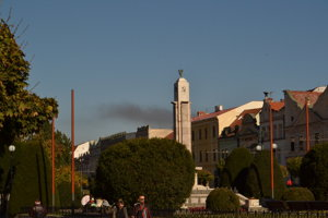 Dym bolo vidieť aj z centra mesta.