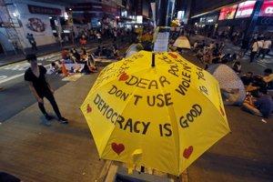 Symbolom hongkonského boja za demokraciu sa stal žltý dáždnik.