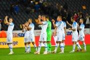 Slovenskí reprezentanti ďakovali fanúšikom po zápase vo Švédsku.