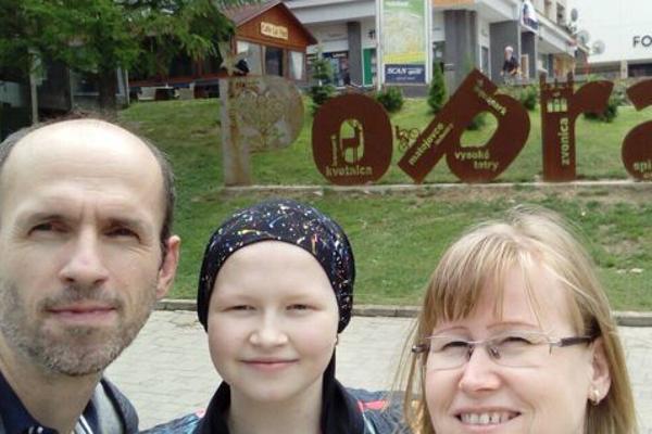 Emka s rodičmi.