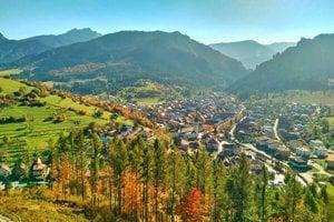 Pohľad na vrchy Malej Fatry a na obec Terchová.