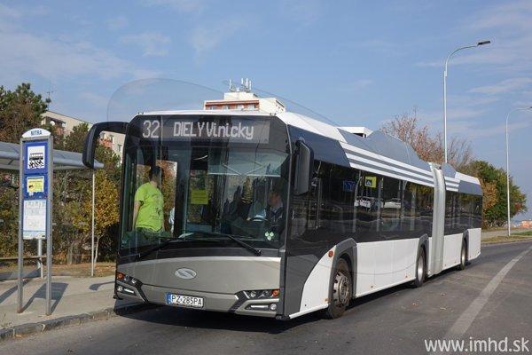 Nový elektrobus počas skúšky.