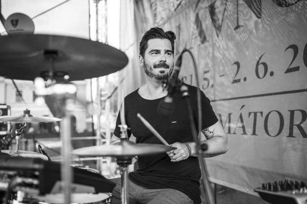 Ako bubeník známej žilinskej kapely The Swan Bride hral na najväčších slovenských aj zahraničných hudobných festivaloch.