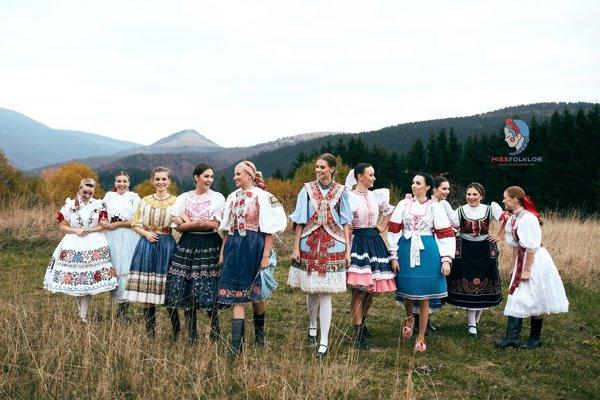 Jedenásť pôvabných finalistiek folkloristiek je známych.