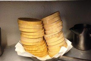 Jednou zo surovín na výrobu vône je aj irisové maslo.