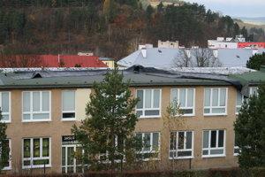 Poškodená strecha neovplyvnila prevádzku