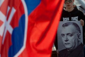 Prípravu nového titulu v programovej skladbe RTVS pod názvom Najväčší Slovák s návrhom zaradiť do zoznamu oceňovaných osobností prezidenta fašistického vojnového slovenského štátu považujú ľudia z organizácie za veľmi nevhodnú.
