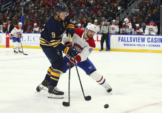 Tomáš Tatar (vpravo) v súboji protu Buffalo Sabres nebodoval.