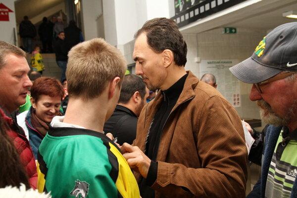 O podpis dlhoročného kapitána slovenskej reprezentácie bol v Žiline veľký záujem.