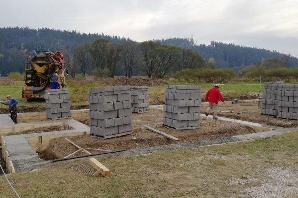 Výstavba denného centra pre seniorov.