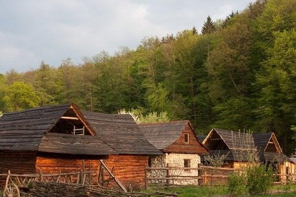 Abeland je gazdovská dedinka v Lozorne.