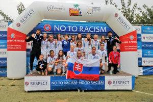 Víťazný tím žiačok AS Trenčín.