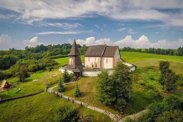 Kostolík v Čeríne patrí k najpôvabnejším pamiatkam nášho regiónu.