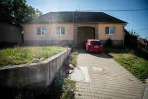 Posledné neoficiálne sídlo školy Dve ruky v Očovej.