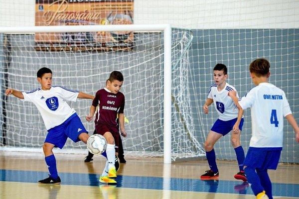 V Komárne súperili výbery oblastných futbalových zväzov do 11 rokov.