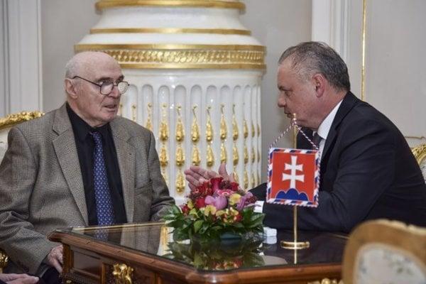 Prezident SR Andrej Kiska (vpravo) prijal Pavla Litvinova (vľavo), ktorý sa v roku 1968 na Červenom námestí v Moskve zúčastnil na demonštrácií proti okupácii Československa.
