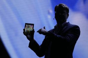 Denison so smartfónom Samsung Infinity Flex.