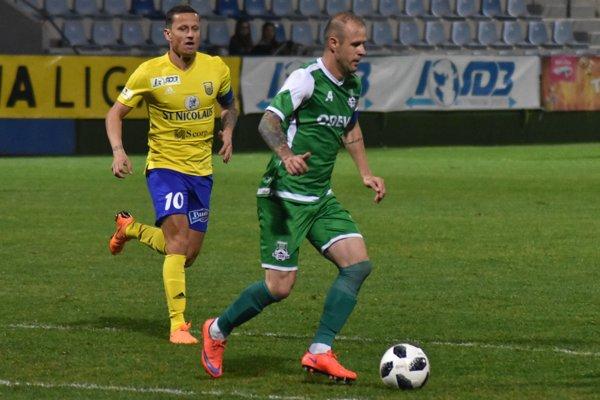 Opora nováčika z Lipian Lukáš Janič (vpravo) - ilustračná fotografia.