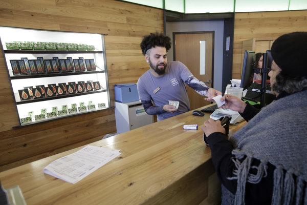 V štáte Massachusetts na východe USA už dungujú obchody predávajúce výrobky z marihuany na medicínske účely.