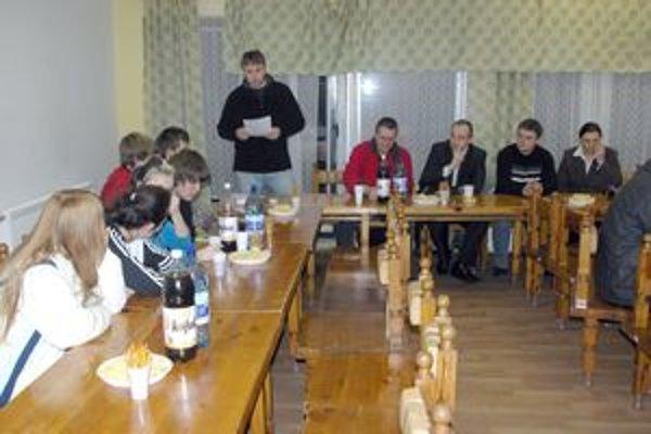 Mladí hasiči sa činia. Slová chvály na ich adresu zazneli z úst predsedu Jozefa Belása.