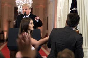 Acostove otázky boli Trumpovi nepríjemné.