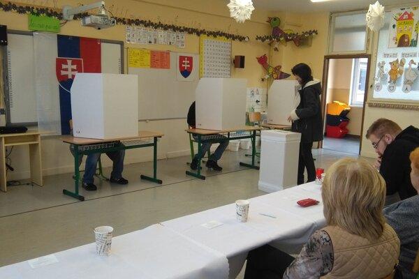 Voľby v sučianskom okrsku č. 2.