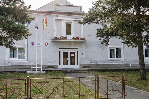 Obecný úrad v Sikeničke.
