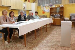 Volebná komisia č. 3 v Tisovci.