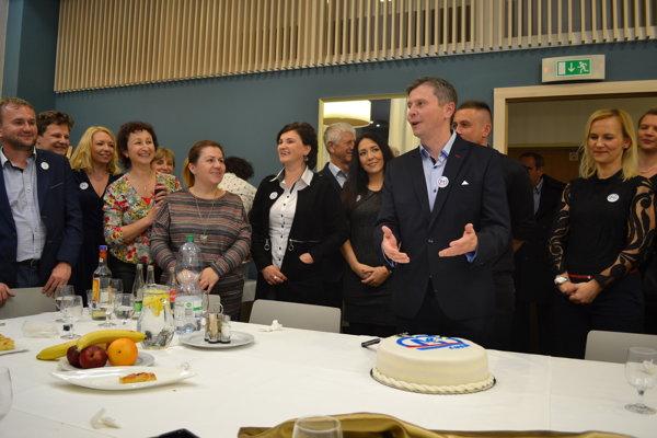 Miloš Meričko čakal na výsledky volieb v kruhu najbližších, spolupracovníkov, priateľov, sympatizantov a známych.
