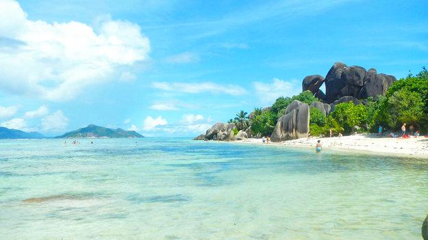 Pláž na ostrove La Digue