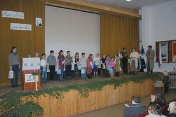 Mladí poéti, ktorí sa zúčastnili súťaže Kyčerského spievanky.