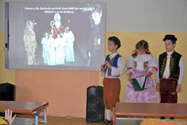 Deti z Moravy. Pre slovenských spolužiakov si pripravili nielen ukážky, ale aj audiovizuálny program.