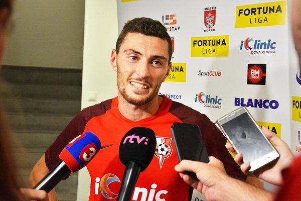 Chorvát Nikola Gatarić je oporou tímu ŠKF Sereď.