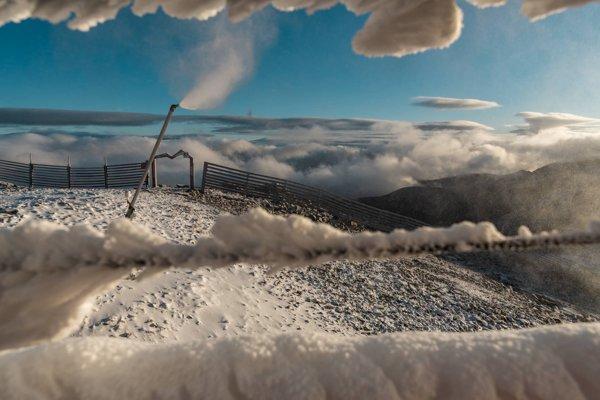 Nižšie teploty umožnili spustiť na Chopku zasnežovanie.