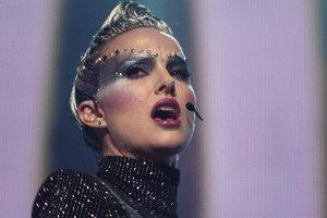 Natalie Portman ako Celeste vo futuristickej snímke Vox Lux