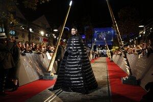 Ezra Miller na premiére filmu Fantastické zvery: Grindelwaldove zločiny.