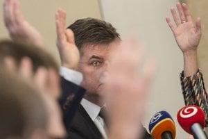 Minister zahraničných vecí Miroslav Lajčák na zasadnutí zahraničného výboru.