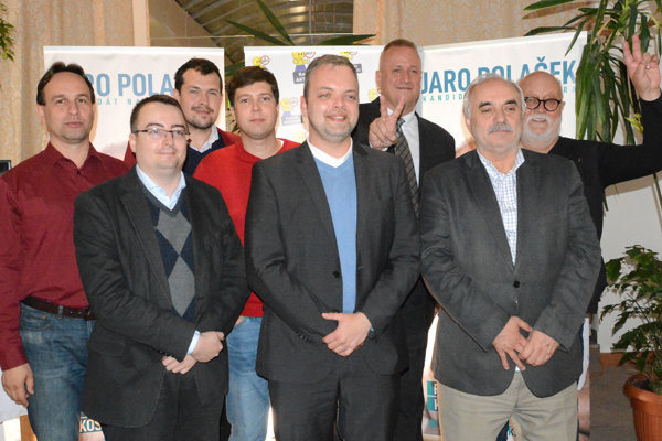 Marcel Vrchota (vpredu v strede) s časťou ľudí, ktorí preberú zodpovednosť za dianie v mestskej časti Západ.