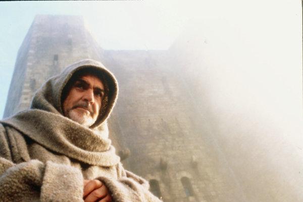 Film Meno ruže podľa svetoznámeho románu Umberta Eca nakrútil francúzsky režisér Jean Jacque Annaud v roku 1986 v hlavnej úlohe so Seanom Connerym.