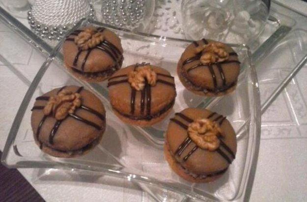 Medové tortičky s orechovou plnkou
