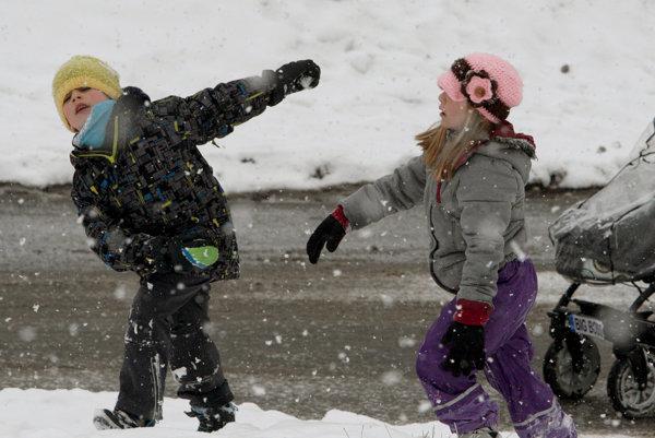 Na stredu sa máme pripraviť na ochladenie, miestami aj na sneh.