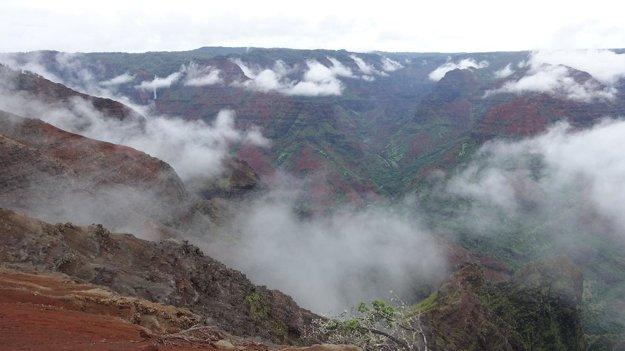 Waimea kaňon znajznámejšieho výhľadu. Nám do výhľadu bez objednania pridali mraky.