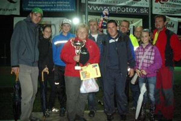 Monika Mináriková aj s kolegami, vďaka ktorým sa vraj do súťaže dostala a vyhrala.