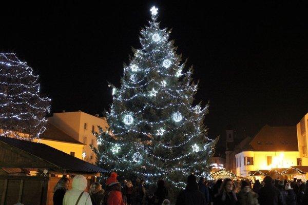 Vianočné trhy začali v piatok 30. novembra.